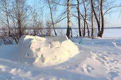 Igloo niedokończony na śnieżnej haliźnie w zimie, Syberia, Rosja obrazy stock