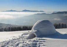 Igloo på snön Royaltyfria Bilder