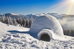 Igloo på snön Fotografering för Bildbyråer