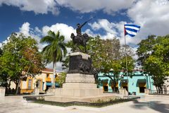 Ignacio Agramonte Public Park en la plaza de Camagüey Cuba con el soldado cubano Statue de la guerra de la bandera y de la indep foto de archivo libre de regalías