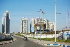 IGNAME DEL PIPISTRELLO, ISRAELE 3 MARZO 2018: Alti edifici residenziali in igname del pipistrello, Israele Fotografia Stock Libera da Diritti