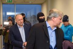 Igors Volkinsteins a détenu par le bureau KNAB de prévention de corruption photographie stock libre de droits