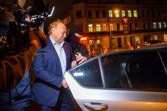 Igors Volkinsteins detuvo por la oficina KNAB de la prevención de la corrupción imagenes de archivo