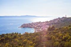 Igrane, Dalmatien, Kroatien - Überblick über der schönen Bucht von Igrane lizenzfreie stockfotos