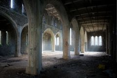 Igreja abandonada wales fotos de stock