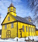 Igreja amarela de madeira velha de Silenai, distrito de Vilnius, Lithuania Fotos de Stock Royalty Free