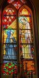 Igreja Amsterdão Países Baixos de Stained Glass De Krijtberg da freira do padre imagem de stock