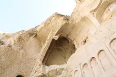 Igreja antiga arruinada da caverna em Cappadocia, Turquia Foto de Stock Royalty Free