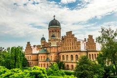 Igreja antiga e a residência de Bukovina metropolitano na cidade de Chernivtsi, Ucrânia imagem de stock