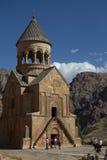 Igreja antiga em uma passagem de montanha foto de stock royalty free