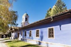 Igreja azul na cidade do renascimento de Koprivshtiza Fotos de Stock