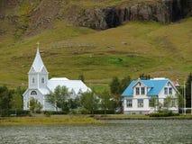 Igreja azul, Seydisfjordur, Islândia Imagens de Stock Royalty Free