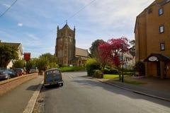 Igreja Blacklands de Rist e carro de madeira Morris Minor Imagens de Stock Royalty Free