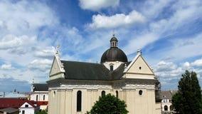 Igreja bonita 4k nebuloso vídeos de arquivo