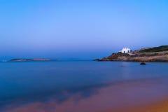 Igreja bonita na vila de Pirgaki na ilha de Paros em Grécia Imagens de Stock Royalty Free