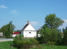 Igreja branca (Bielorrússia: arquitetura XIX do século) Imagens de Stock Royalty Free