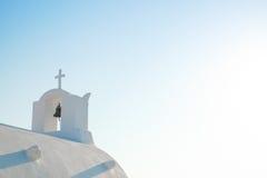 Igreja branca na ilha de Santorini, Oia, Grécia Fotos de Stock Royalty Free