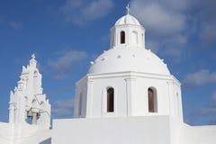 Igreja branca Santorini Fotografia de Stock Royalty Free