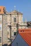 Igreja Católica na cidade velha da Croácia de Dubrovnik imagem de stock