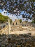 A igreja Cat?lica de St Paul ou o Agia Kyriaki dentro das ru?nas da bas?lica bizantina Panagia Chrysopolitissa em Paphos imagens de stock