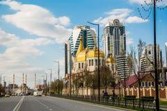 Igreja, cidade de Grozny e mesquita Foto de Stock Royalty Free