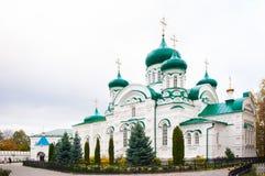 Igreja com abóbadas verdes imagens de stock royalty free