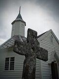 Igreja com cruz velha Fotos de Stock Royalty Free