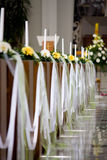 Igreja cristã interna com luzes fotografia de stock