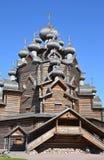 Igreja da intercessão ao estilo da arquitetura de madeira do russo Fotografia de Stock Royalty Free