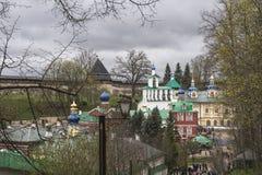 A igreja da intercessão do monastério das Pskov-cavernas Imagens de Stock Royalty Free