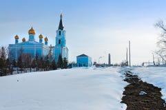 Igreja da intercessão no inverno Kamensk-Uralsky, Rússia Imagens de Stock Royalty Free