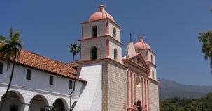 A igreja da missão em Santa Barbara video estoque
