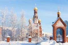 Igreja da natividade na cidade de Nizhnevartovsk durante o inverno Fotografia de Stock Royalty Free