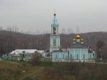 Igreja da natividade da Virgem Maria abençoada - um monumento da história do distrito ocidental de Moscou Fotos de Stock Royalty Free