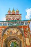 A igreja da porta em St Sergius Trinity Lavra Fotografia de Stock Royalty Free