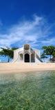 Igreja da praia em Filipinas foto de stock