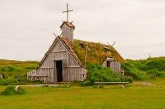 Igreja da réplica em Viking Village em Terra Nova fotos de stock