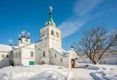 Igreja da suposição com cruzes douradas fotos de stock royalty free
