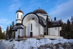 Igreja da suposição da mãe a mais santamente na estância de esqui Pamporovo em Rhodope, montanhas Fotografia de Stock Royalty Free