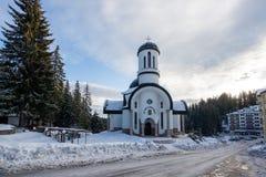 Igreja da suposição da mãe a mais santamente na estância de esqui Pamporovo em Rhodope, montanhas Fotos de Stock Royalty Free