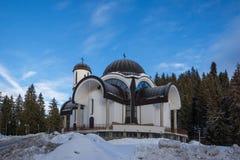 Igreja da suposição da mãe a mais santamente na estância de esqui Pamporovo em Rhodope, montanhas Fotos de Stock