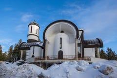 Igreja da suposição da mãe a mais santamente na estância de esqui Pamporovo em Rhodope, montanhas Fotografia de Stock