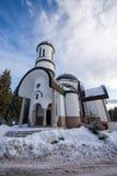 Igreja da suposição da mãe a mais santamente na estância de esqui Pamporovo em Rhodope, montanhas Foto de Stock