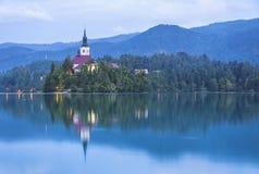 Igreja da suposição na ilha do lago Bled, Eslovênia Fotos de Stock Royalty Free