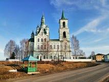 Igreja da transfiguração do salvador na vila de mais baixo Sinyachikha foto de stock royalty free