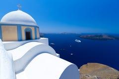 Igreja da vila de Fira no console de Santorini Imagens de Stock