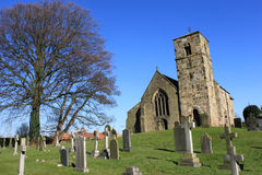 Igreja da vila de Kirk Hammerton, Yorkshire, Inglaterra fotos de stock royalty free
