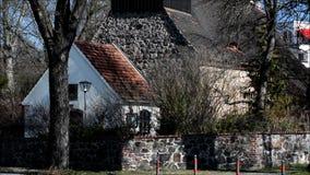 Igreja da vila em Berlim-Lichterfelde, Alemanha vídeos de arquivo