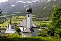 Igreja da vila no Tirol Fotos de Stock Royalty Free