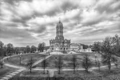 Igreja da Virgem Santa do sinal em Dubrovitsy fotografia de stock royalty free